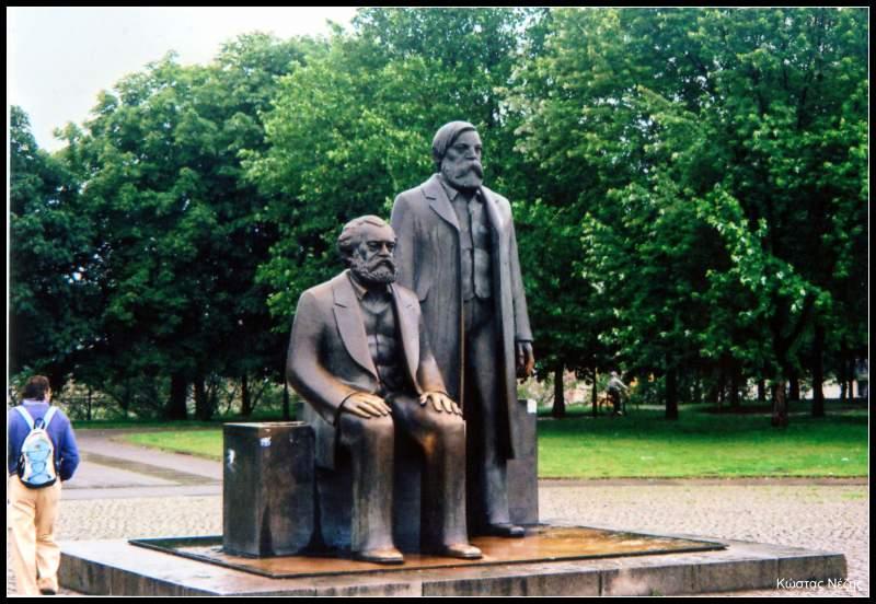 αγάλματα Μάρξ και Ένγκελς